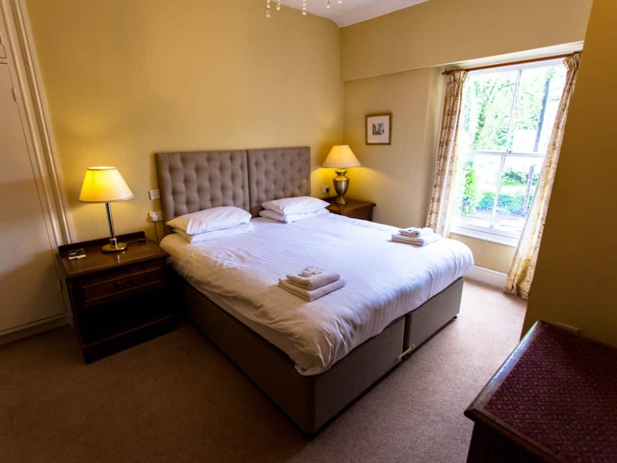 Large Double Twin Room Buxton 6