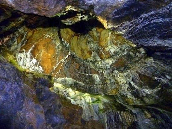 blue-john-cavern-castleton